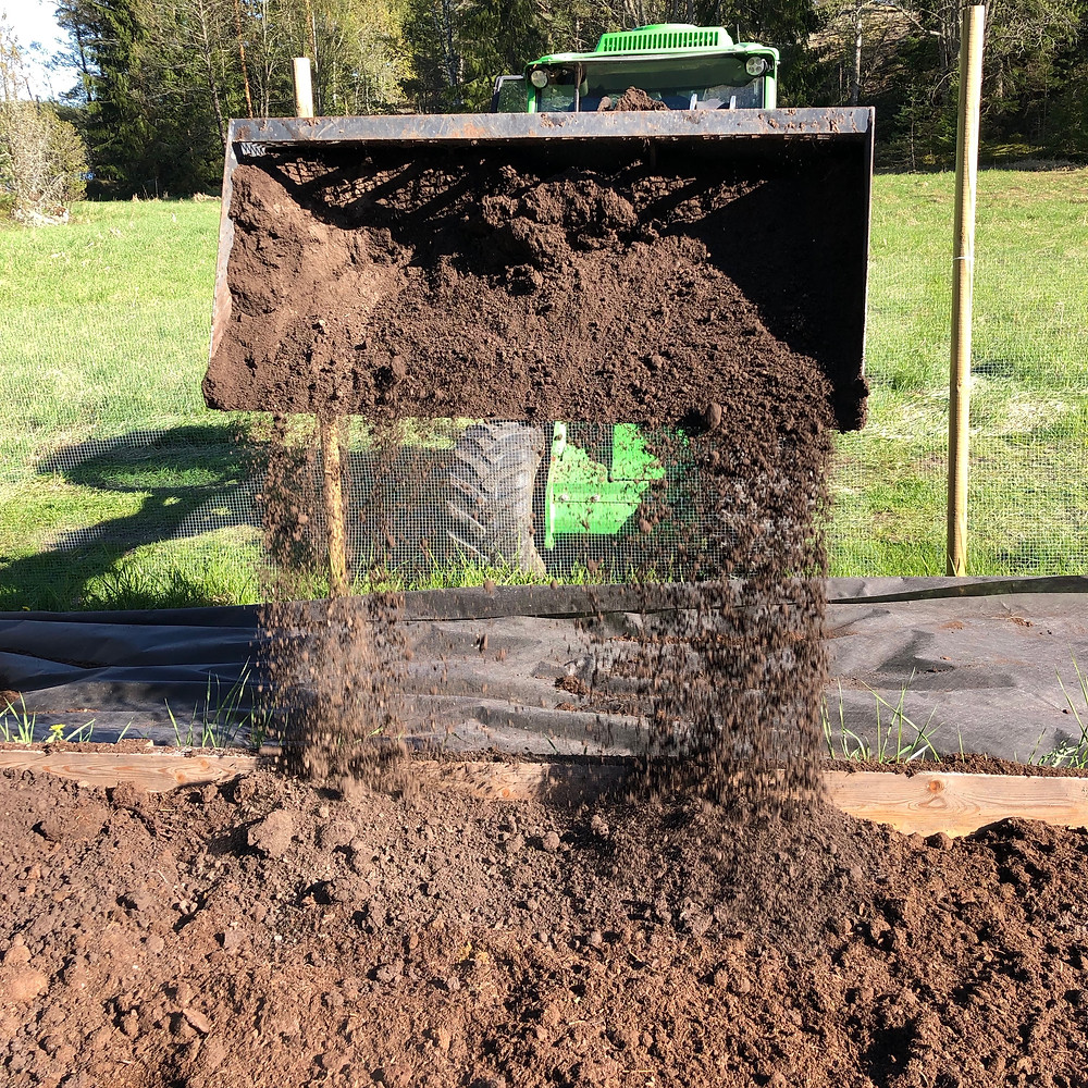 Filling up with soil and compost