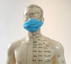 Figur mit Maske