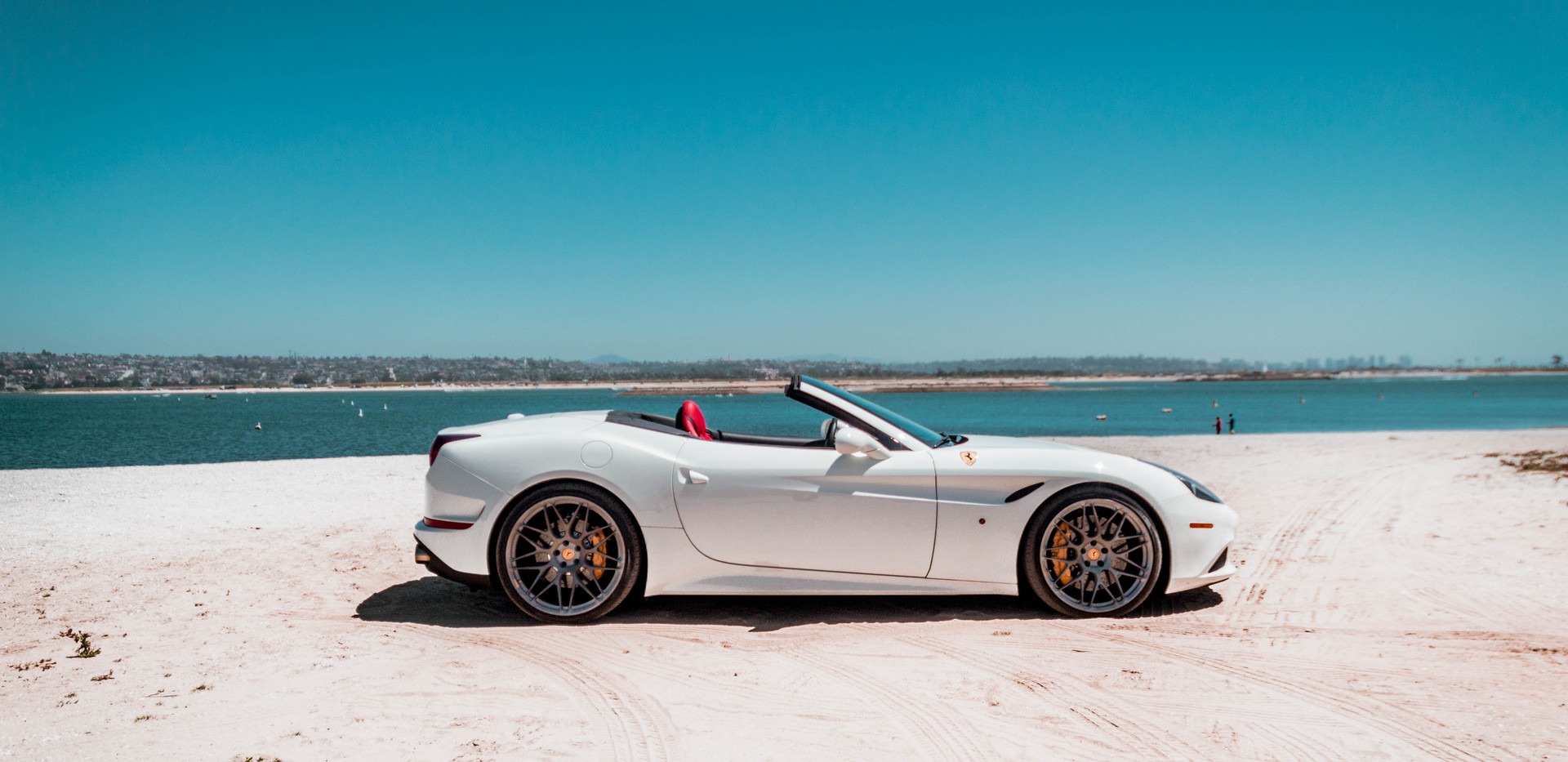 Ferrari California T 1.jpeg