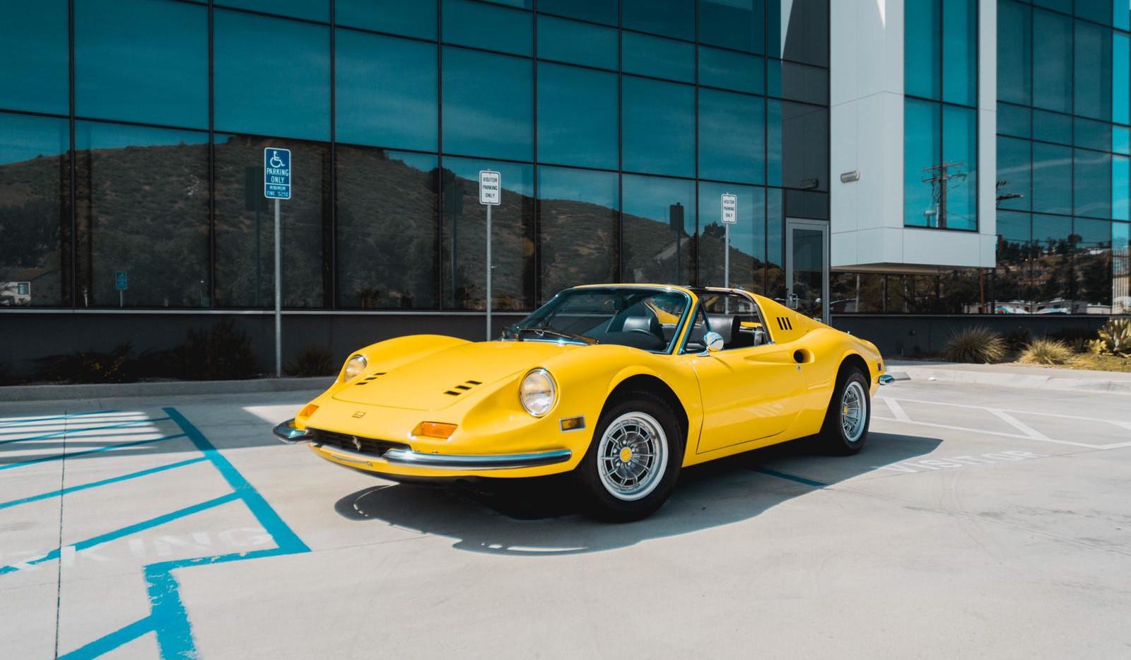 1972 Ferrari Dino 246 GTS 1.jpg