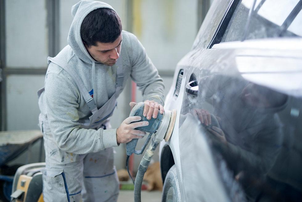 shot-professional-repairman-preparing-ve