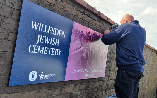 Signage arrives to put Willesden Jewish Cemetery back on the map