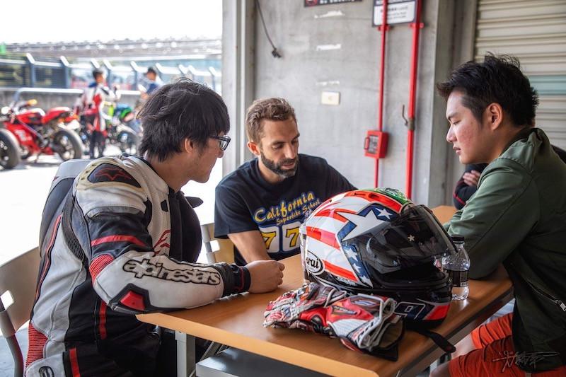 Superbike School Coach Briefing Taiwanes