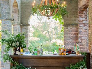 Corporate+Event|Toboni+Dinnerat+Barnsley+Resort|Bar+&+Wood+Chandeliers+DecorIn+Lush+Fresh+Foliage+2