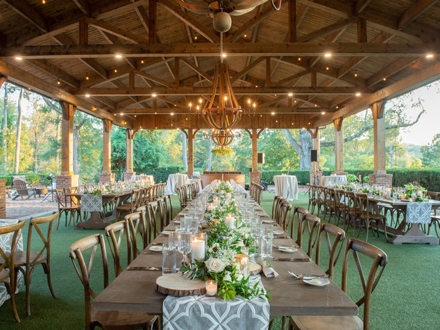 Corporate+Event|Toboni+Dinnerat+Barnsley+Resort|Farm+Tables+With+Rustic+Chic+Florals+7
