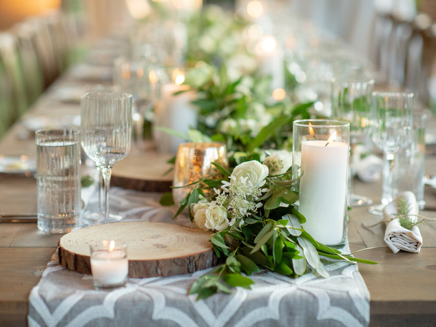 Corporate+Event|Toboni+Dinnerat+Barnsley+Resort|Long+Table+With+Candles+And+Garland+Centerpiece+Close+Up+2