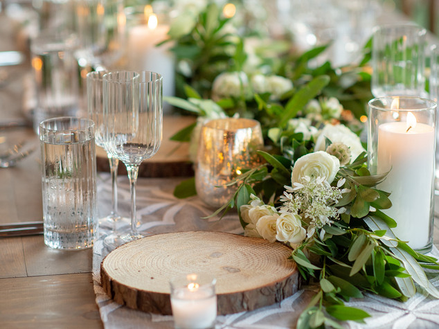 Corporate+Event|Toboni+Dinnerat+Barnsley+Resort|Long+Table+With+Candles+And+Garland+Centerpiece+Close+Up