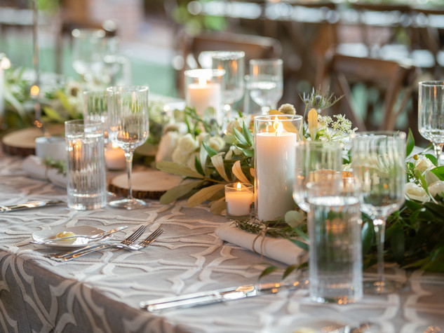 Corporate+Event|Toboni+Dinnerat+Barnsley+Resort|Farm+Tables+With+Rustic+Chic+Florals+5