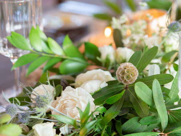 Corporate+Event|Toboni+Dinnerat+Barnsley+Resort|Long+Table+With+Candles+And+Garland+Centerpiece+Close+Up+4