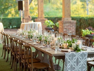 Corporate+Event|Toboni+Dinnerat+Barnsley+Resort|Farm+Corporate+Event|Toboni+Dinnerat+Barnsley+Resort|Tables+With+Rustic+Chic+Florals+8