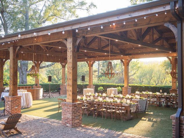 Corporate+Event|Toboni+Dinnerat+Barnsley+Resort|Farm+Tables+With+Rustic+Chic+Florals+2