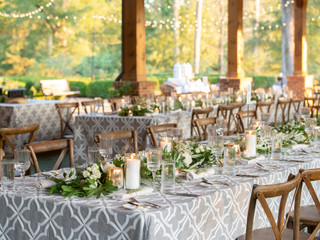 Corporate+Event|Toboni+Dinnerat+Barnsley+Resort|Farm+Tables+With+Rustic+Chic+Florals+4