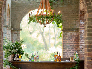 Corporate+Event|Toboni+Dinnerat+Barnsley+Resort|Bar+&+Wood+Chandeliers+DecorIn+Lush+Fresh+Foliage