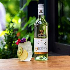 8-0%-bottle-kiwifruit-cocktail-outdoor-s