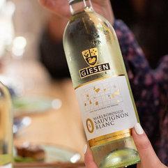 4-0%-bottle-close-up-in-hand-social-sett
