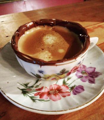 Café com creme de avelãs
