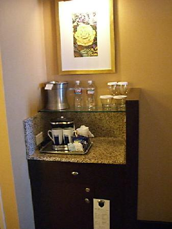 Houston Hilton_coffee-bar-in-room