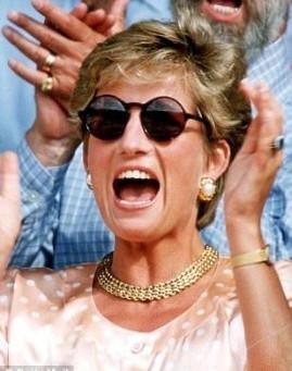 O que Lady Di nos ensina com a escolha dos seus óculos escuros?