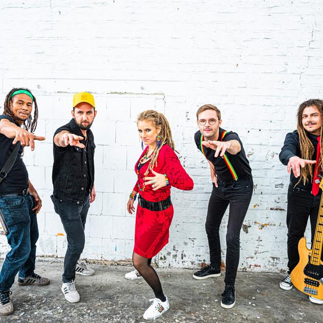 Band Pose
