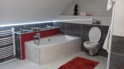 Badezimmer Duschkabine und Badewanne Hellgrau und Dunkelgrau