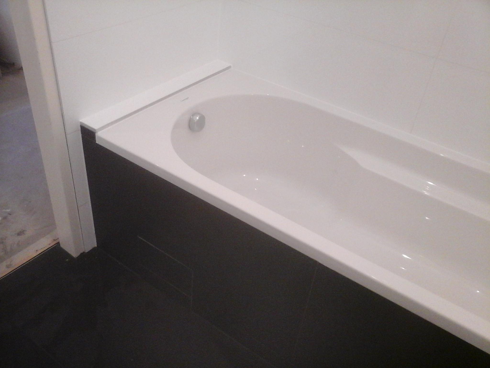 Badezimmer Badewanne Schwarz Weiß