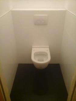 Modernes Hänge WC Schwarz Weiß