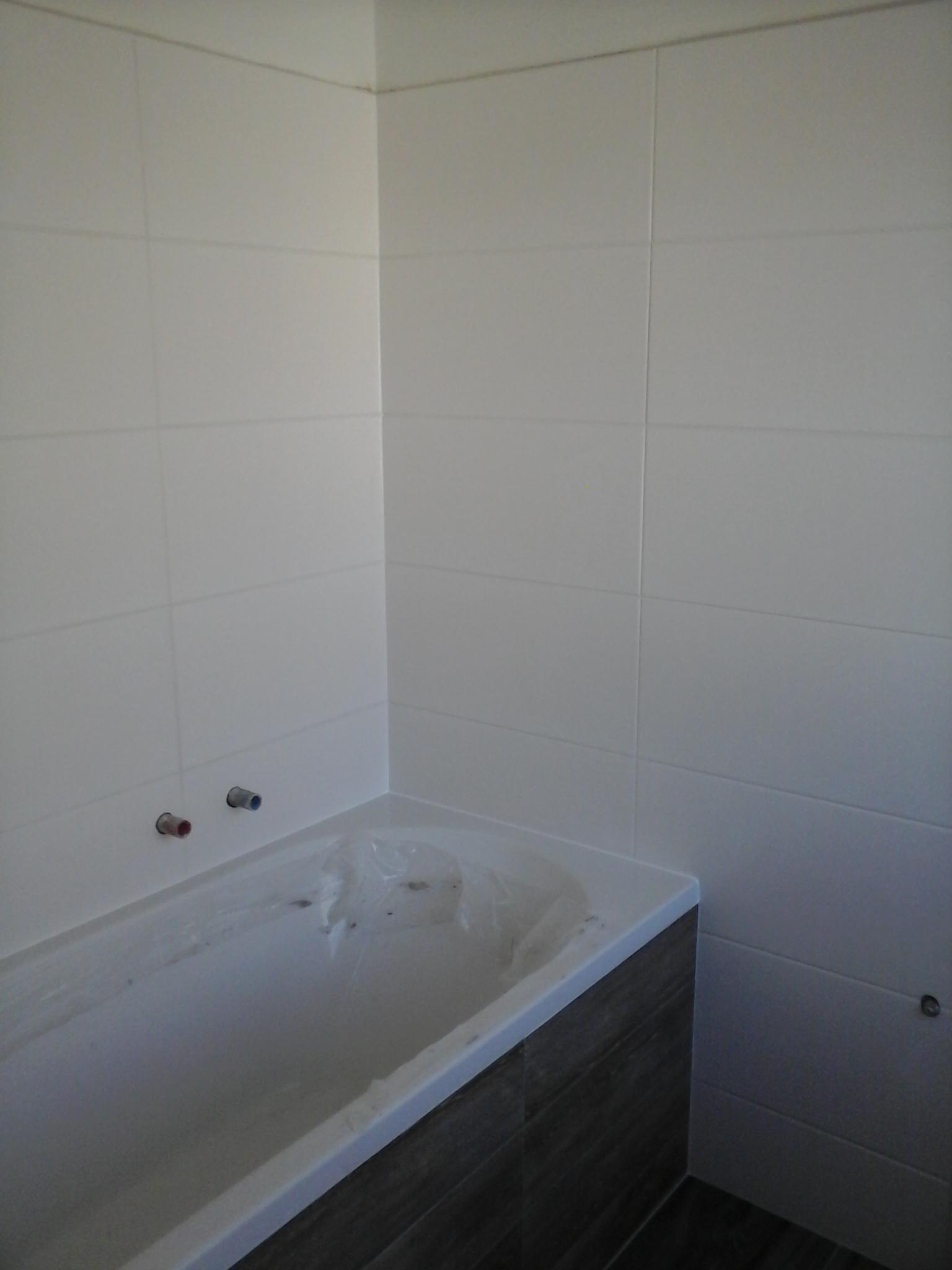 Badezimmer Badewanne Weiß/Grau