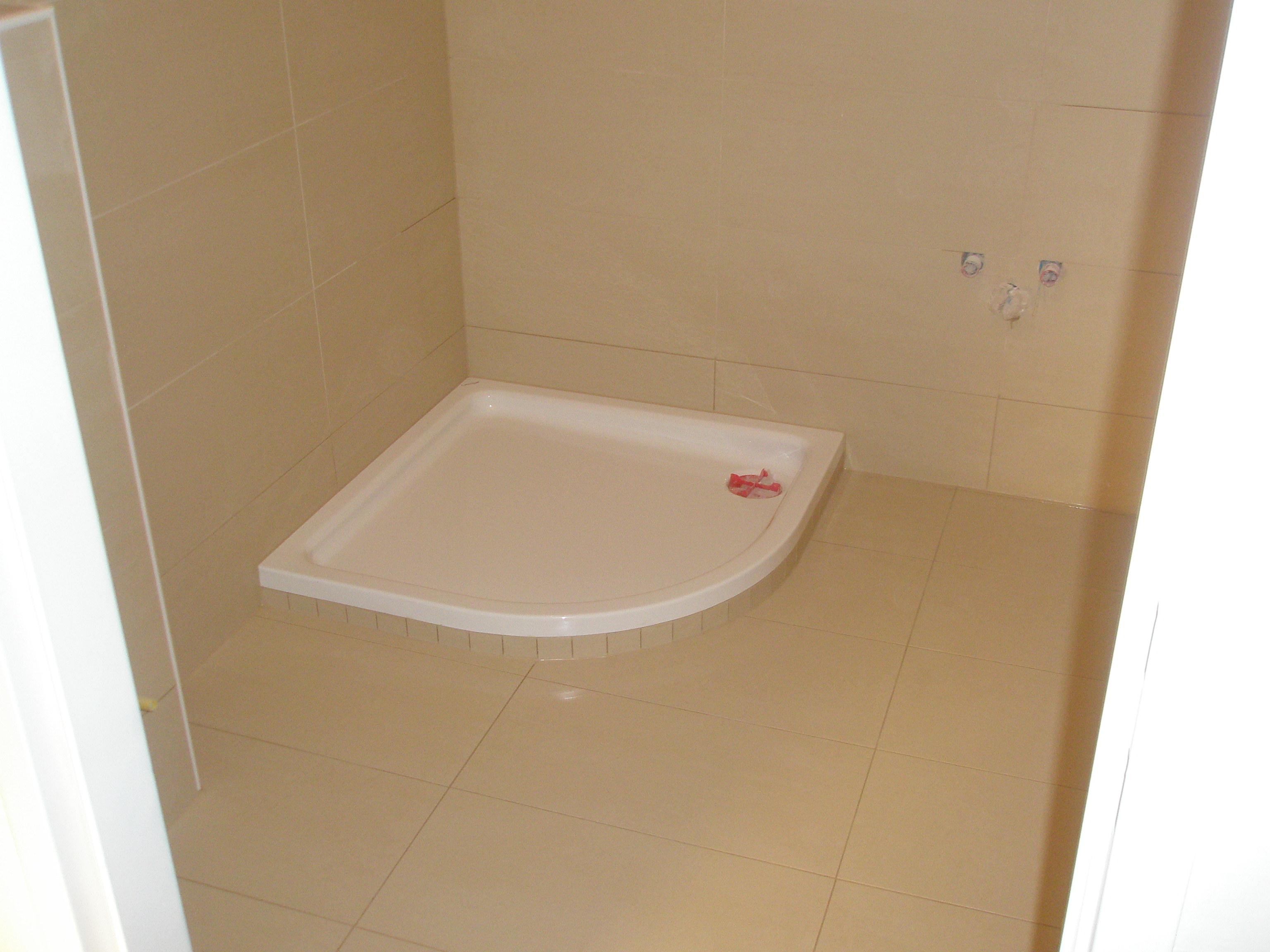 Badezimmer Duschkabine Sandsteinfliesen