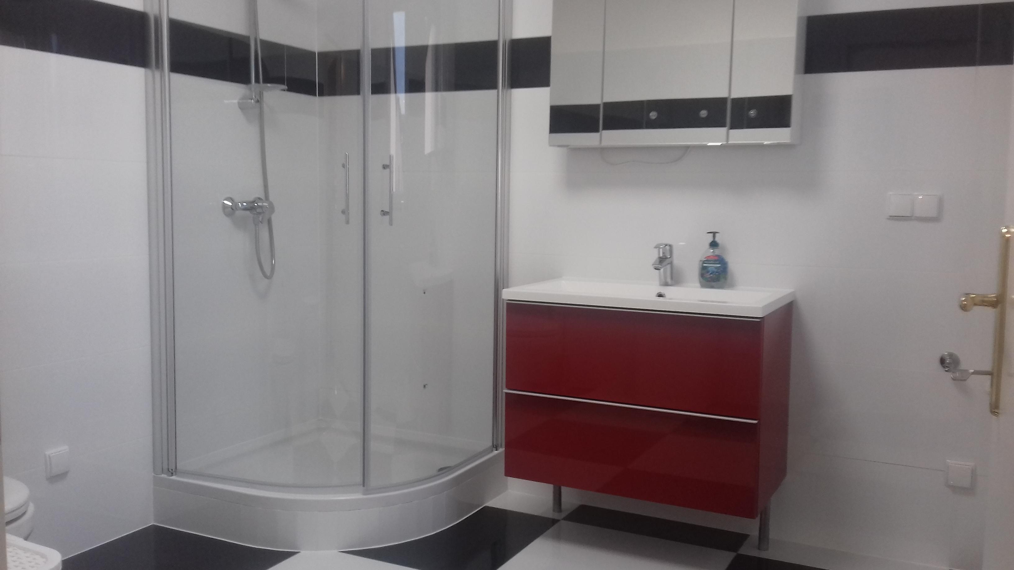 Badezimmer Schachbrettmuster Duschkabine