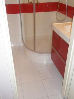 Badezimmer Rot/Weiß Duschkabine