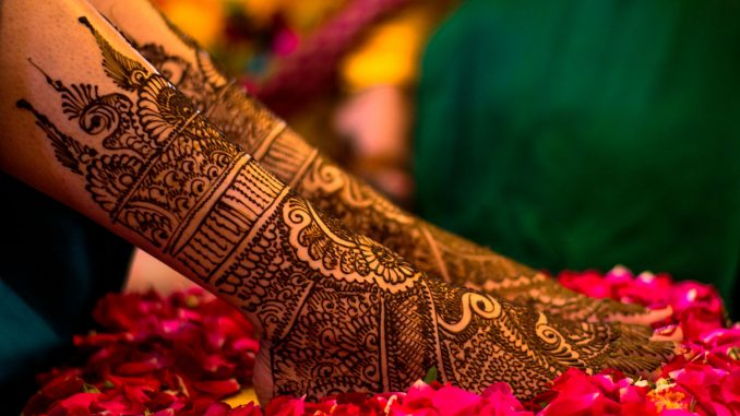 Top-10-Bridal-Feet-Henna-Designs-10-Best-Mehndi-Designs-for-the-feet-10-Must-Try-Dulhan-Mehendi-Desi
