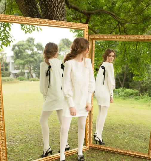 鏡裡鏡外,都是同一個世界