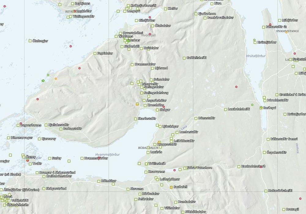 Hér má sjá dæmi um Íslendingasagnastaði frá Ferðamálastofu og staðsetningu gamalla mynda og teikninga frá Landmælingum Íslands.