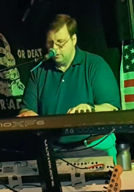 Roland_Playing_1