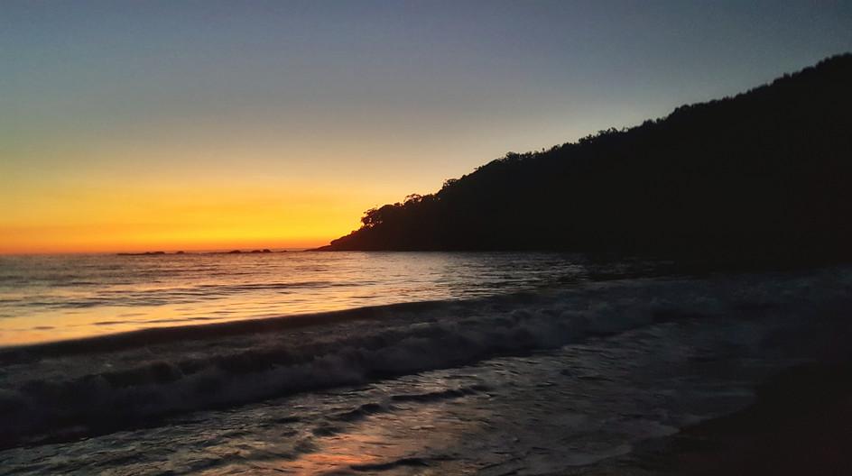Amanhecer no cantinho da Praia de Fora.