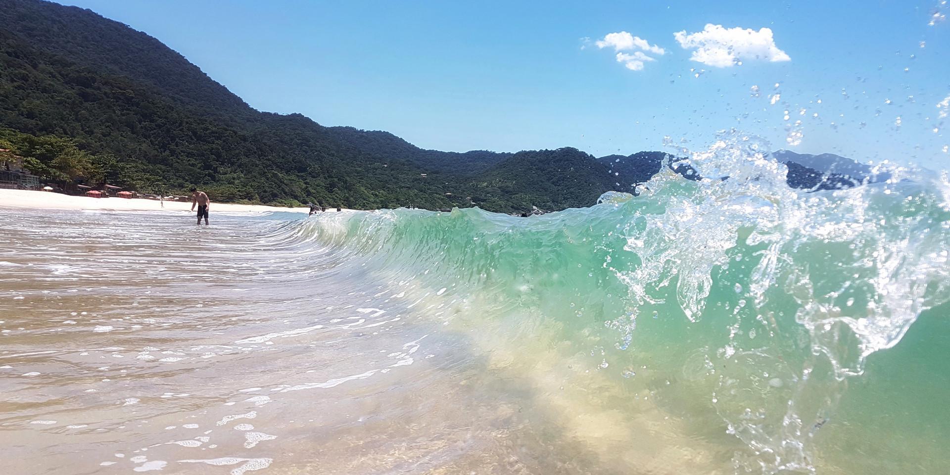 Águas cristalinas em frente à Pousada do Pelé.