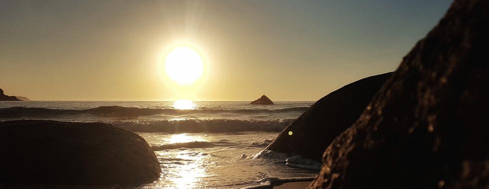 O sol que nasce na Praia do Caixa D'Aço.