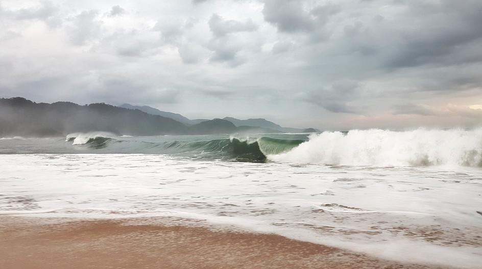 Ondas após tormenta.