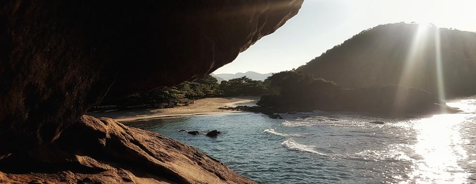 O Costão: divisa entre a Praia do Meio e a do Caixa D'Aço.