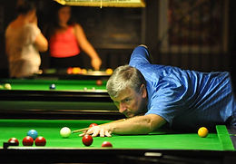 Play snooker in the Poolhall