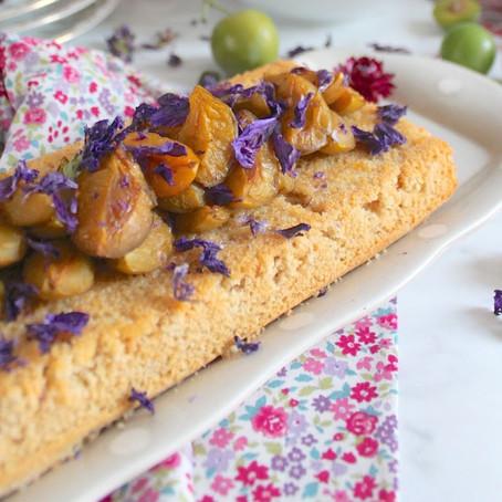 Gâteau moelleux aux prunes dorées et fleur d'oranger