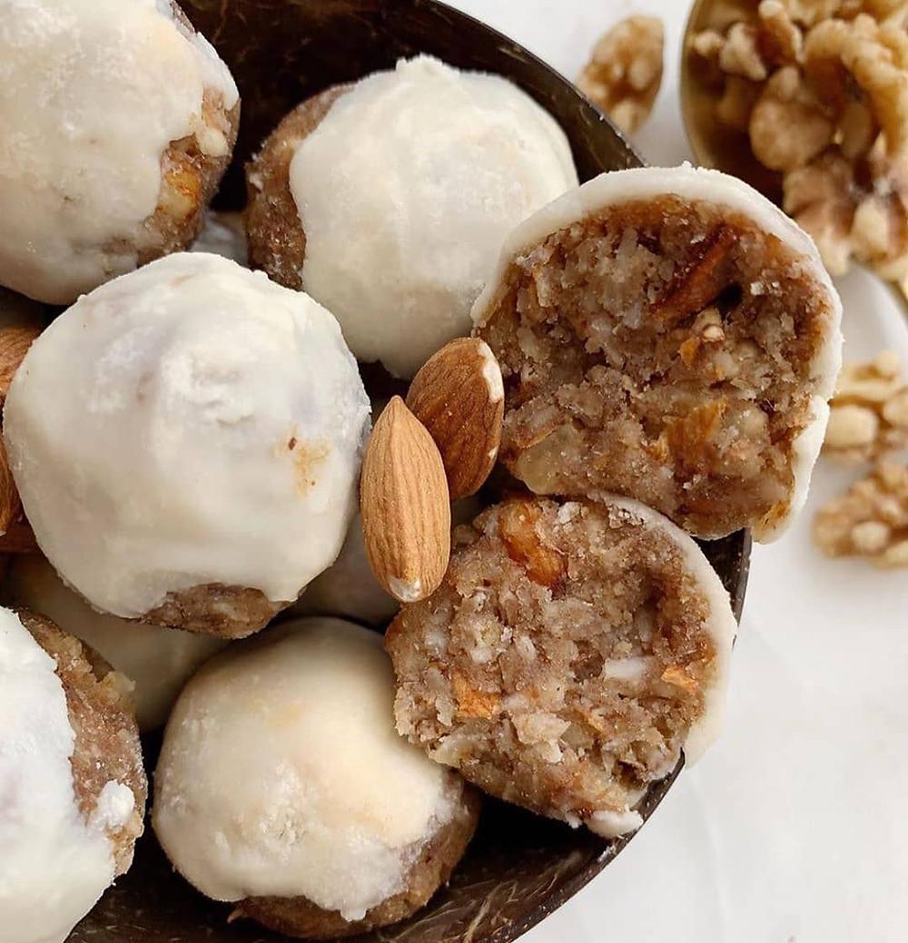 Boules énérgetiques Le Corner Rabat, agroécologie, d'amandes de noix de coco et de citron !