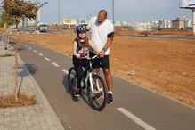 עופר מלמד רכיבה על אופניים