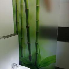 Duschtrennwand mit personalisiertem Druck