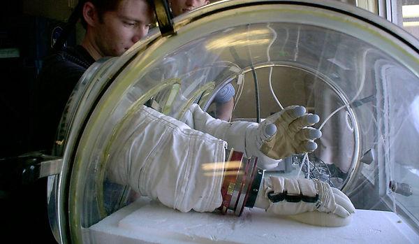 hypobaric chamber.jpg