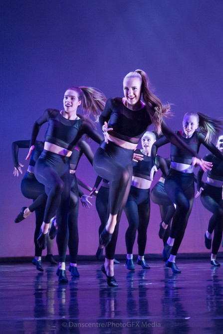 Modern dance at Danscentre covers a huge area of dance including hip hop and street as well as lyrical jazz and musical theatre dance. Great fun, this style is energetic and dynamic and uses all the latest tunes as well as some oldtime classics.