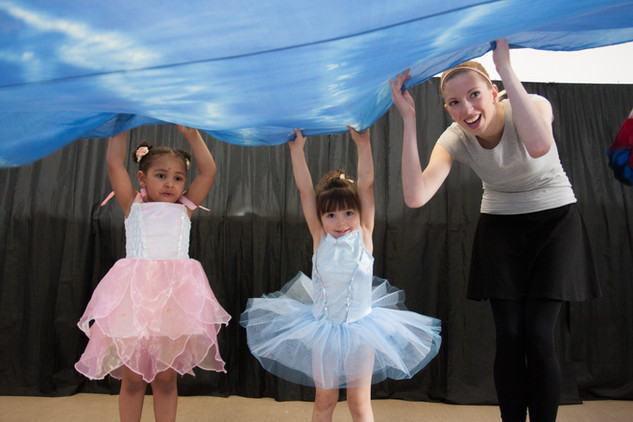 At Danscentre pre-school children will learn: • how to move with control, co-ordination andconfidence • an awareness of their body and how it moves through space • a sensitivity to music • how to expressemotionsthroughmovement.
