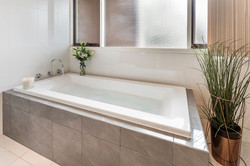 Bath in ensuite - Close to City home