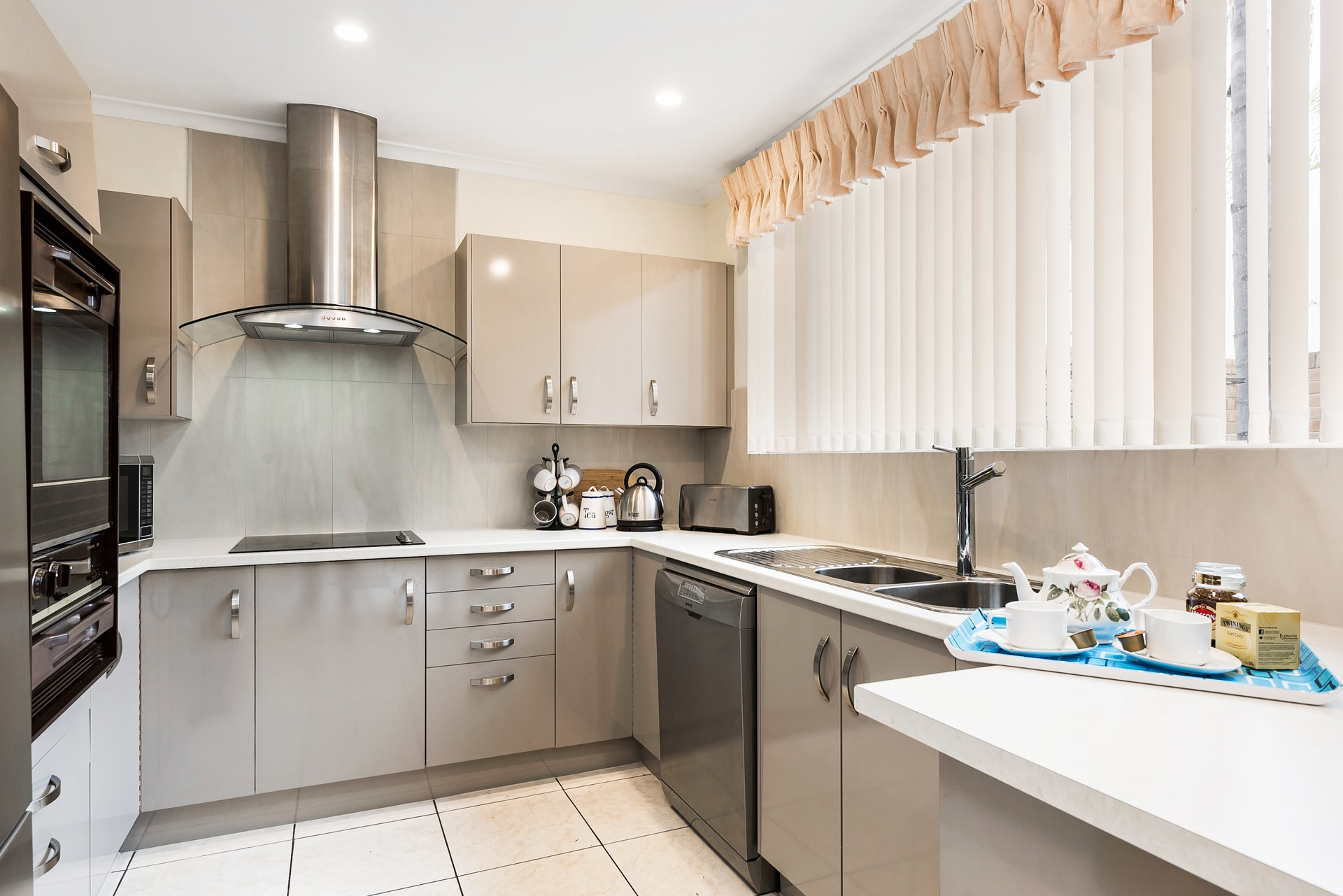 Full Kitchen - Close to City home