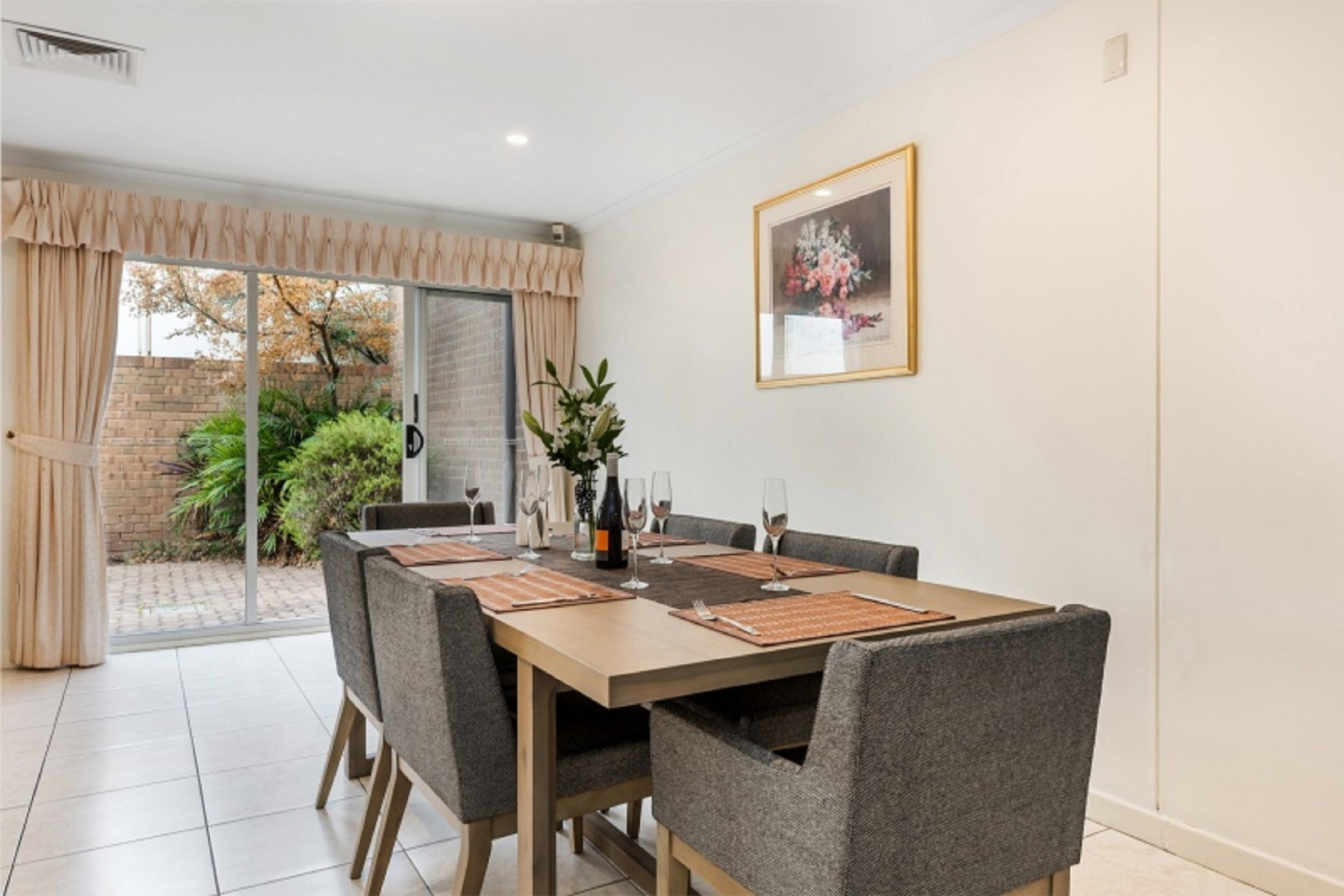 Dining in home - Close of city